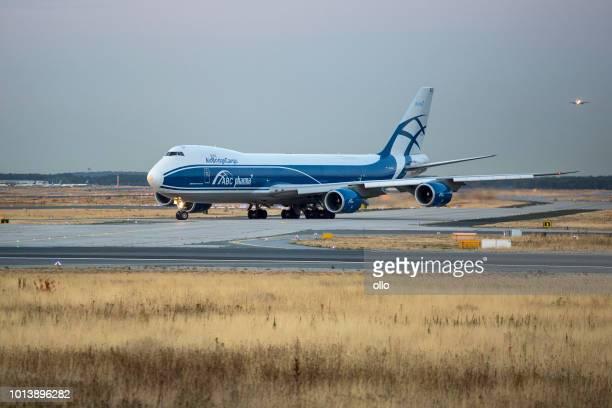 Boeing 747 der AirBridgeCargo Abflug warten