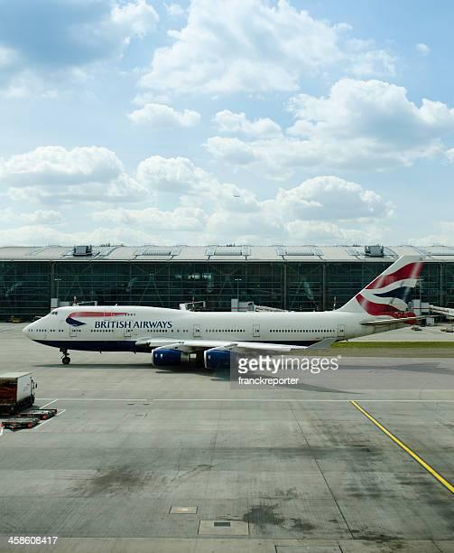 boeing 747 of british airways at heathrow airport - british airways stock pictures, royalty-free photos & images