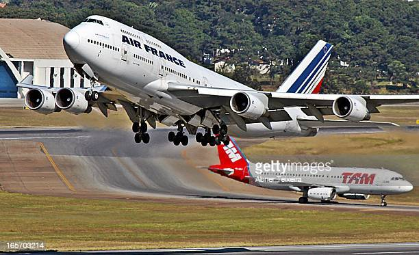 CONTENT] Boeing 747400 Air France and Airbus A320 TAM in GRU Brazil Decolagem movimento do aeroporto internacional de Guarulhos Decolagem aircraft...