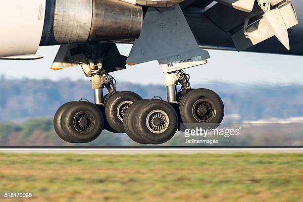 boeing 767 main landing gear - boeing stock pictures, royalty-free photos & images