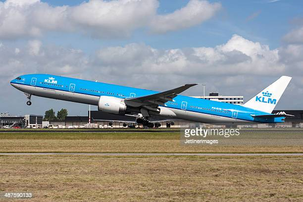 klm boeing 777-300/er - boeing stock pictures, royalty-free photos & images