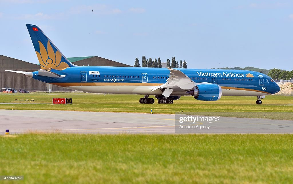 A Boeing 787 Dreamliner aircraft, (operated by Vietnam Airlines) prepares for an aerial display during the 51st International Paris Air Show at Le Bourget, near Paris, France on June 16, 2015.