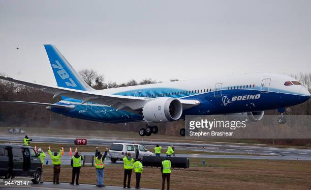 Boeing 787 Dreamliner jet takes off for its longwaited first flight December 15 2009 at Paine Field In Everett Washington The much delayed Dreamliner...