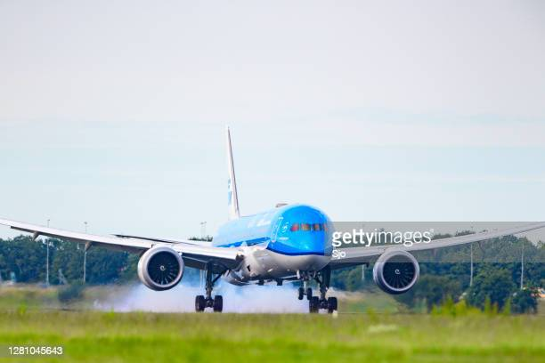 "klm boeing 787 dreamliner landing at schiphol airport - ""sjoerd van der wal"" or ""sjo"" stock pictures, royalty-free photos & images"