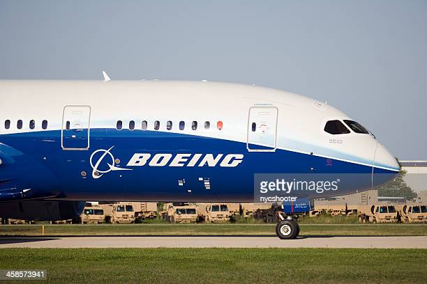 boeing-787-dreamliner-picture-id458573941?s=612x612&profile=RESIZE_400x