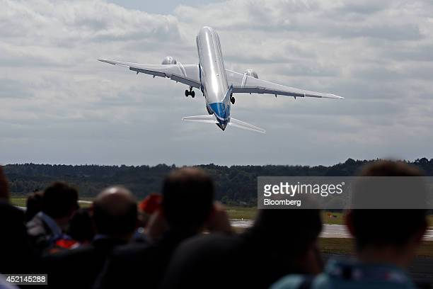 A Boeing 7879 Dreamliner aircraft produced by Boeing Co performs in an aerial flying display on the first day of the Farnborough International...