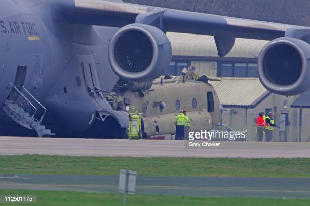 boeing c-17 globemaster iii - chinook dog stock photos and pictures