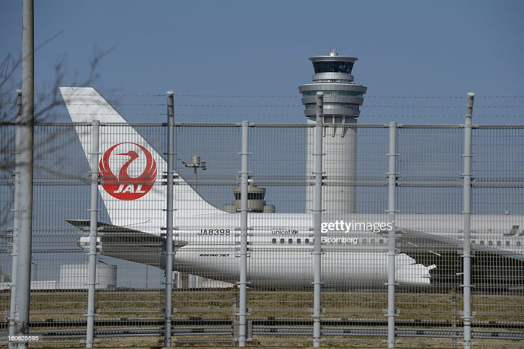 A Boeing Co. 767 aircraft operated by Japan Airlines Co. (JAL) taxis on the tarmac at Haneda Airport in Tokyo, Japan, on Sunday, Feb. 3, 2013. Japan Airlines, the nation's largest carrier by market value, is scheduled to release earnings on Feb. 4. Photographer: Akio Kon/Bloomberg via Getty Images