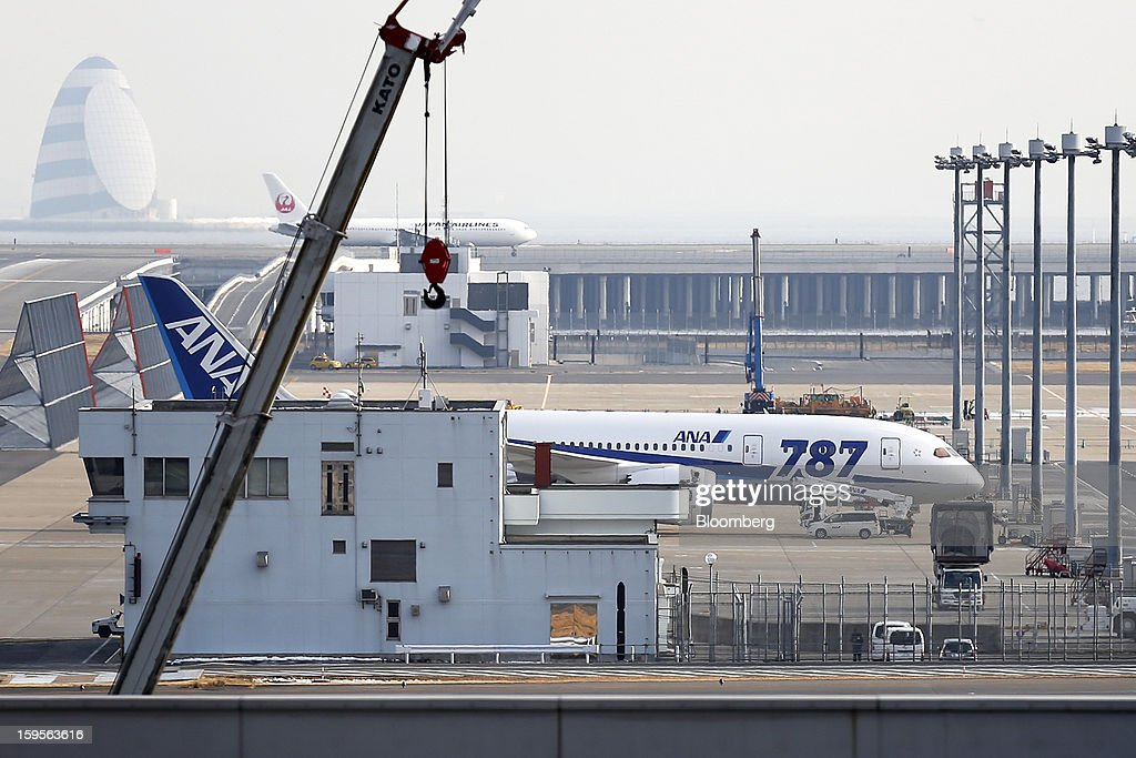 A Boeing Co. 787 Dreamliner aircraft operated by All Nippon Airways Co. (ANA) stands on the tarmac at Haneda Airport in Tokyo, Japan, on Wednesday, Jan. 16, 2013. ANA and Japan Airlines Co. (JAL), the world's largest users of Boeing Co. 787 jets, grounded their entire fleet of Dreamliners for today in the biggest blow yet to the troubled passenger jet's image. Photographer: Kiyoshi Ota/Bloomberg via Getty Images