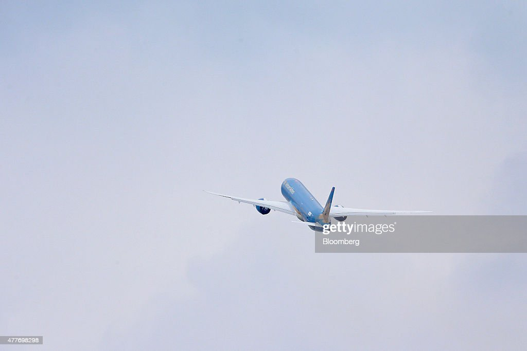 A Boeing Co. B787-9 Dreamliner aiplane, operated by Vietnam Airlines Corp., performs a flying display on the opening day of the 51st International Paris Air Show in Paris, France, on Monday, June 15, 2015. The 51st International Paris Air Show is the world's largest aviation and space industry exhibition and takes place at Le Bourget airport June 15 - 21. Photographer: Jasper Juinen/Bloomberg via Getty Images