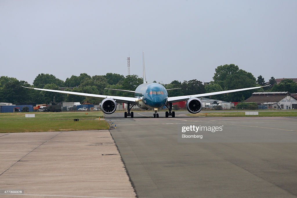 A Boeing Co. B787-9 Dreamliner, operated by Vietnam Airlines Corp., prepares for a near vertical take off during a flying display on the opening day of the 51st International Paris Air Show in Paris, France, on Monday, June 15, 2015. The 51st International Paris Air Show is the world's largest aviation and space industry exhibition and takes place at Le Bourget airport June 15 - 21. Photographer: Jasper Juinen/Bloomberg via Getty Images