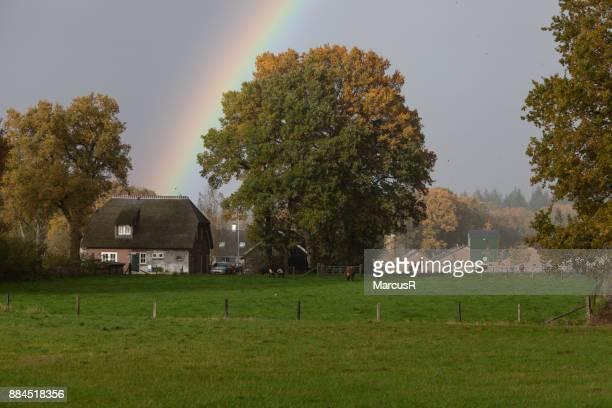 boerderijtje met regenboog