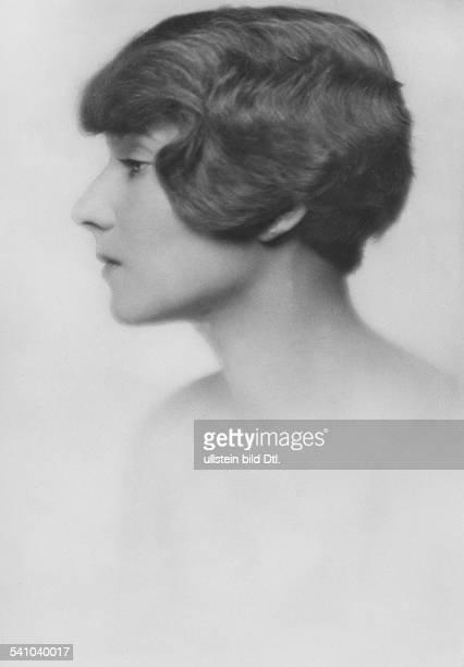 Boettcher Anna vonProfilaufnahme mit Kurzhaarfrisurerschienen Dame 13/1926Aufnahme Atelier Karl Schenker