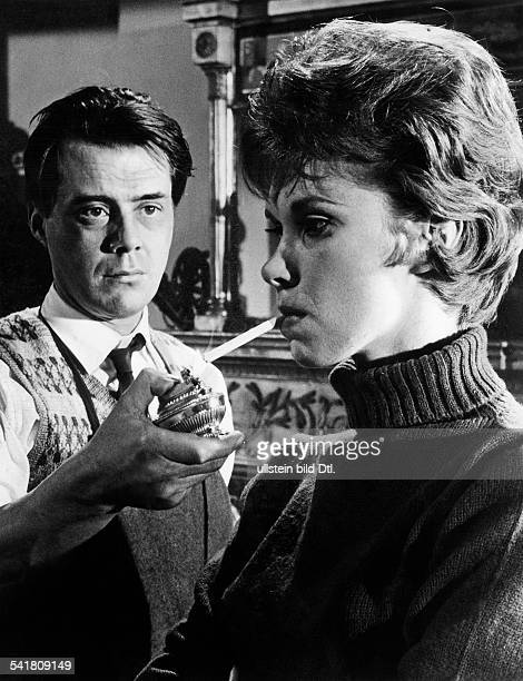 Bogarde Dirk *Schauspieler Schriftsteller GB mit Wendy Craig in dem Film Der Diener Regie Joseph Losey GB 1963