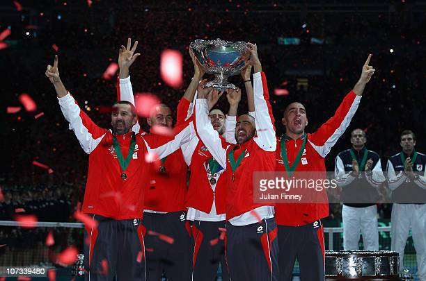 Bogdan Obradovic Nenad Zimonjic Novak Djokovic Janko Tipsarevic and Viktor Troicki of Serbia celebrate with the trophy after defeating France during...