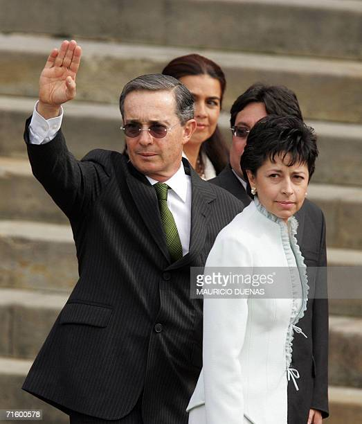 Colombian President Alvaro Uribe waves next to his wife Lina Moreno upon his arrival to the Congress in Bogota 07 August 2006 Uribe was to take...