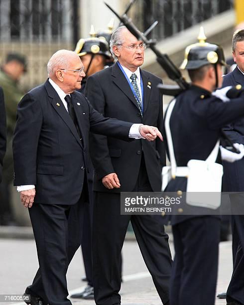 El presidente de Nicaragua Oscar Bolanos ingresa al Congreso Nacional en Bogota el 07 de agosto de 2006 para asistir a la toma de mando del...