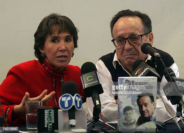 Mexican actors Florinda Meza and husband Roberto Gomez Bolanos answer questions from journalists during a press conference 26 April in Bogota Gomez...