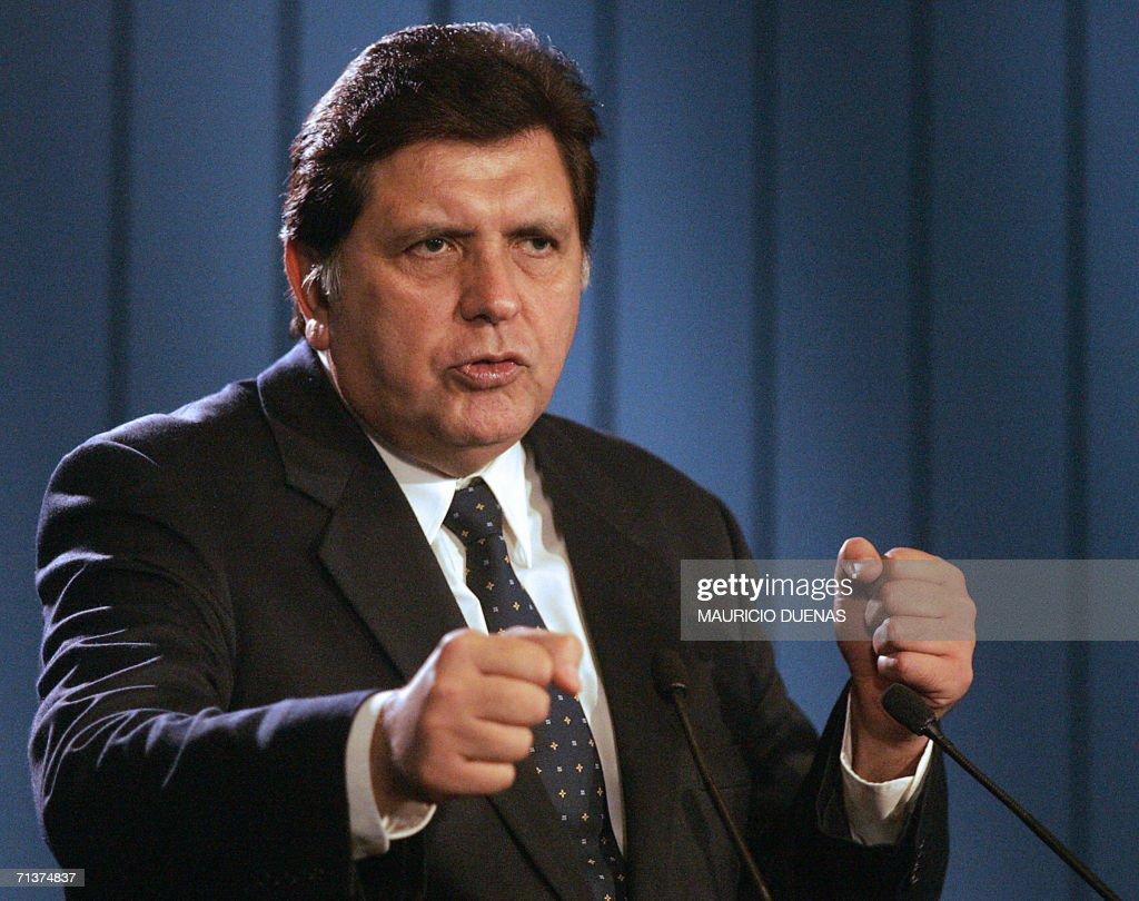 Peruvian President-elect Alan Garcia ans : News Photo