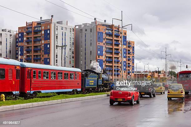 Bogota, Kolumbien – Der Touristenzug trundles durch Carrera Novena