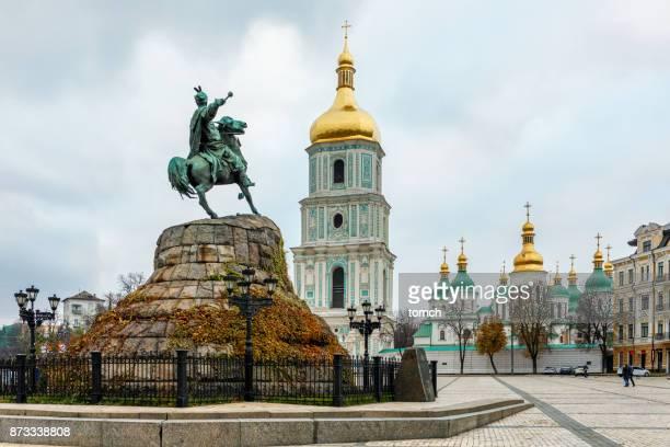 bohdan khmelnytsky monument on  sophia square, kiev, ukraine - kiev stock pictures, royalty-free photos & images