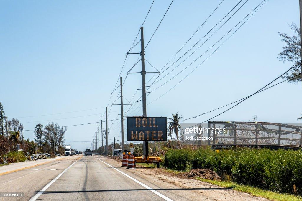 Hervir la señal de alerta de agua en Cayos de Florida después de huracán : Foto de stock