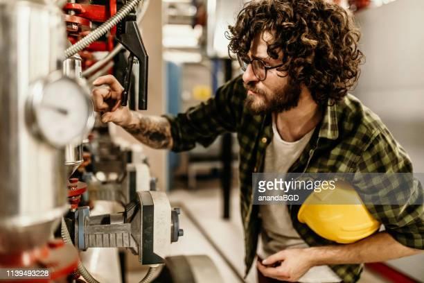 boilerkamer - industriële apparatuur stockfoto's en -beelden