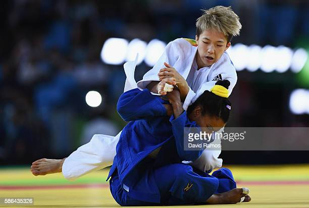 Bokyeong Jeong of Korea competes with Dayaris Mestre Alvarez of Cuba during the Women's 48 kg Semifinal of Table A Judo contest on Day 1 of the Rio...