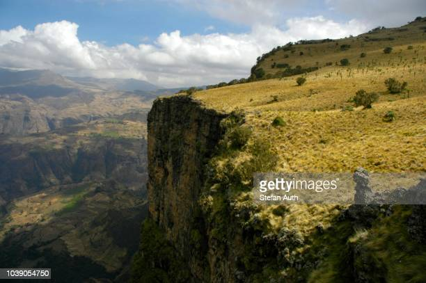 bold cliffs, rock face, edge of high plateau, semien mountains nationalpark, ethiopia - nationalpark stock pictures, royalty-free photos & images