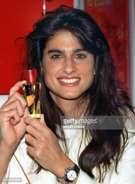 Bolero heißt das neue Parfum das der frühere Tennisstar Gabriela Sabatini am 271997 in Hamburg vorstellte Das Eau de Toilette ist nach Gabriela...