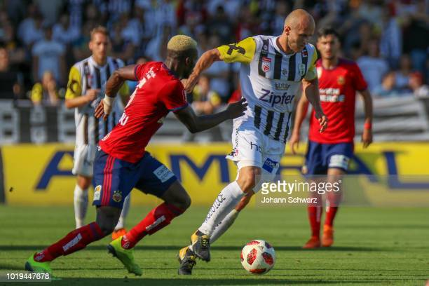 Peter Michorl of LASK and Thomas Murg of Rapid during the tipico Bundesliga match between LASK v Rapid Wien at TGW Arena on August 19 2018 in...