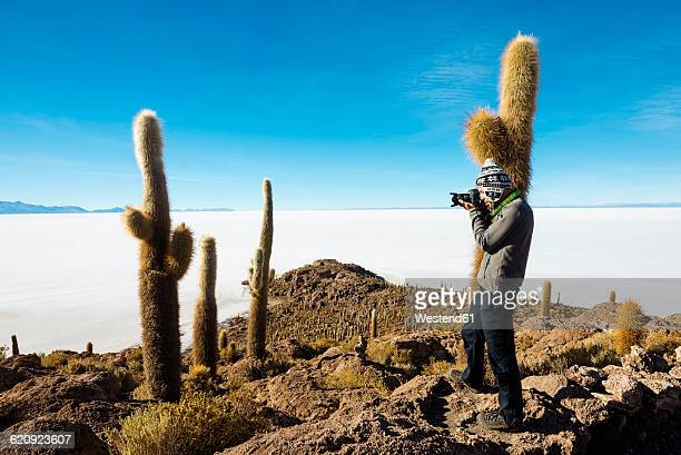 Bolivia, Atacama, Altiplano, Salar de Uyuni, man taking picture