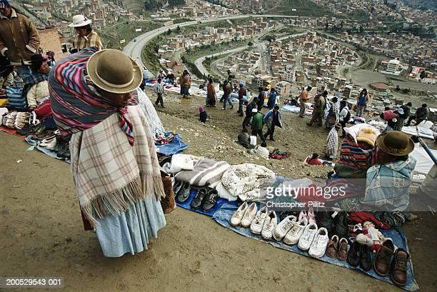 bolivia, la paz, market on hilltop on outskirts of city - el alto fotografías e imágenes de stock