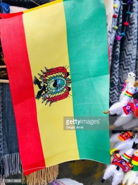 bolivian flag - bandera boliviana fotografías e imágenes de stock