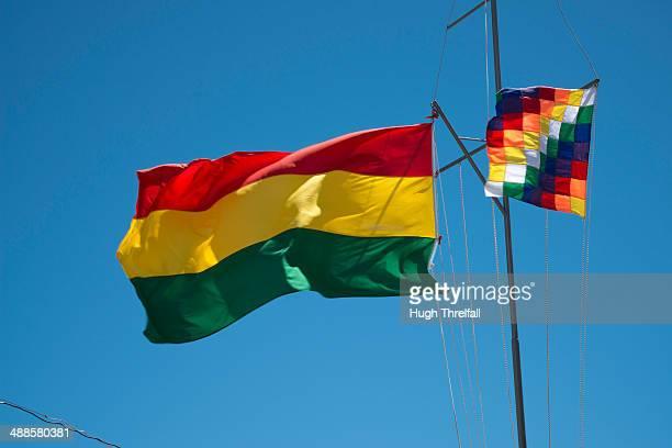 bolivian flags - bandera boliviana fotografías e imágenes de stock