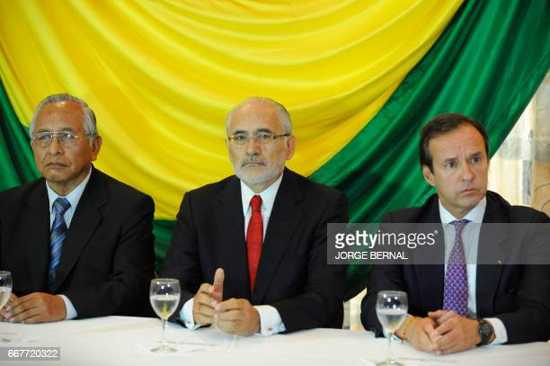 Bolivian former presidents Víctor Cardenas Carlos Mesa Gisbert and Jorge Quiroga gesture during the signing of a joint declaration with other...