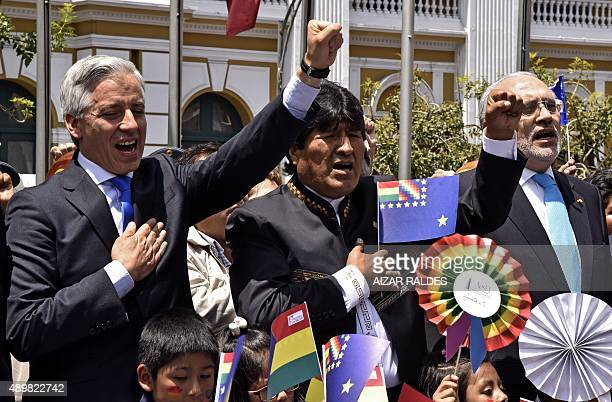 Bolivian President Evo Morales his vicepresident Alvaro Garcia and former Bolivian president Carlos Mesa attend a meeting to celebrate the agreement...