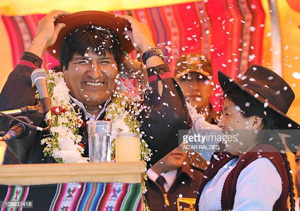 Bolivian President Evo Morales is greeted by a Quechua woman during a ceremony in Uyuni 550 km from La Paz October 17 2010 AFP PHOTO/Aizar Raldes