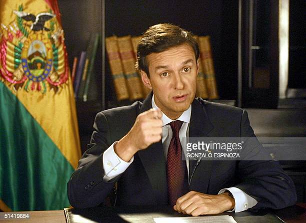 Bolivian President Jorge Quiroga Ramirez makes a speech 21 Decemeber 2001 in La Paz Bolivia El presidente de Bolivia Jorge Quiroga Ramirez brinda el...