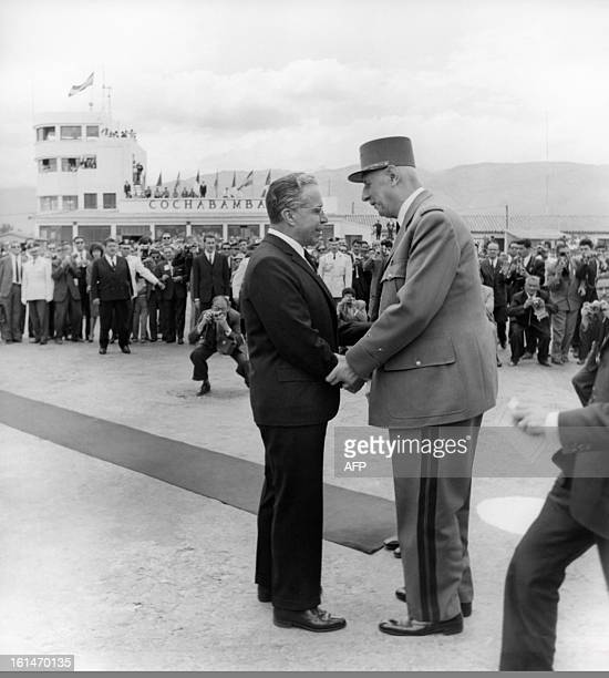 Bolivian president Victor Paz Estenssoro welcomes French president General Charles de Gaulle on September 28 1964 in Cochabamba during his official...