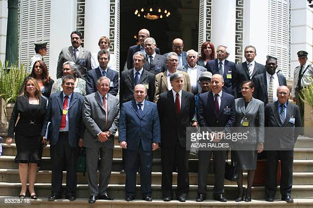Bolivian Vicepresident Alvaro Garcia Linera poses with South American lawmakers in Cochabamba Bolivia on October 17 2008 after meeting to discuss...