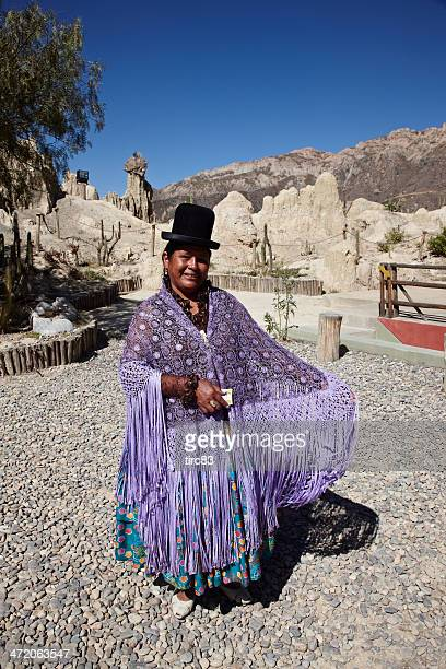 Boliviano mujer en vestido tradicional
