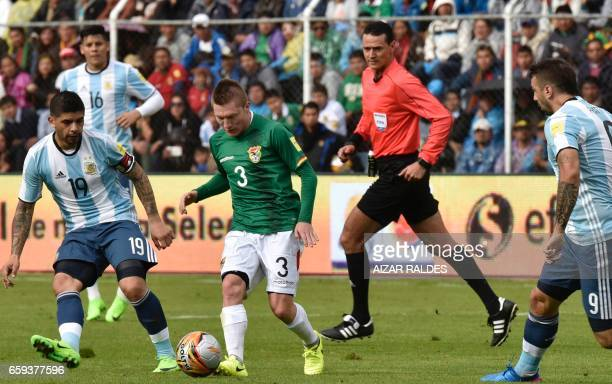 Bolivia's Alejandro Chumacero and Argentina's Ever Banega vie for the ball during their 2018 FIFA World Cup qualifier football match in La Paz on...