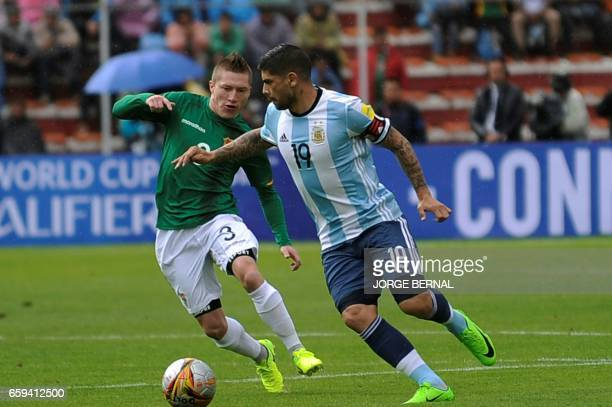 Bolivia's Alejandro Chumacero vies for the ball with Argentina's Ever Banega during their 2018 FIFA World Cup qualifier football match in La Paz on...