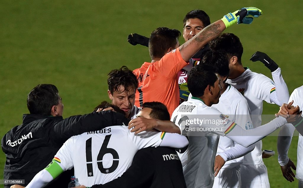 Bolivia's footballers celebrate after their 2015 Copa America football championship match against Ecuador, in Valparaiso, Chile, on June 15, 2015. Bolivia won the match 3 - 2.