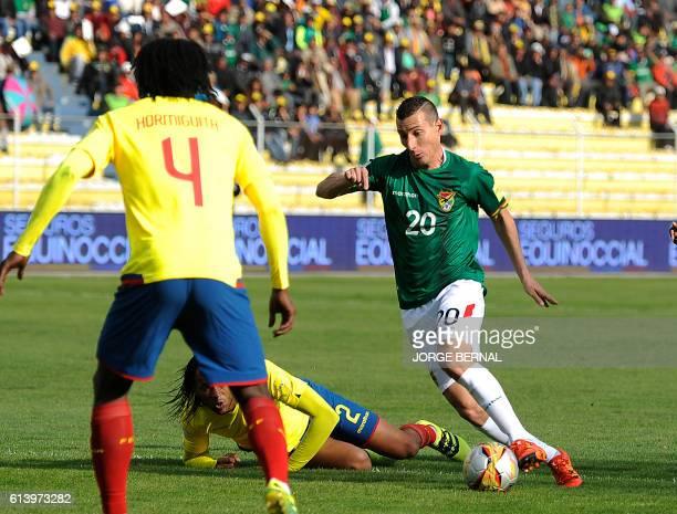 Bolivia's Pablo Escobar controls the ball marked by Ecuador's defender Arturo Mina and Ecuador's Juan Carlos Paredes during their Russia 2018 FIFA...