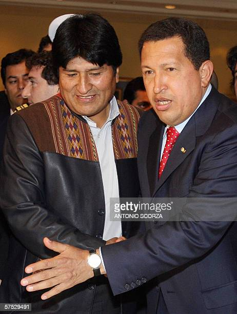 Bolivia's President Evo Morales shakes hands with his Venezuelan counterpart Hugo Chavez 04 May 2006 upon their arrival to Puerto Igauzu north of...