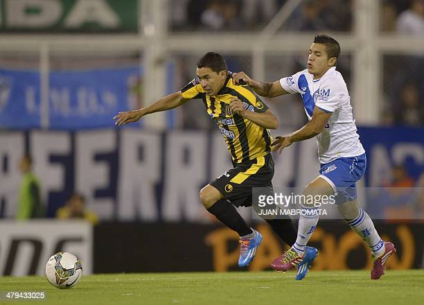 Bolivia's The Strongest midfielder Jair Torrico vies for the ball with Argentina's Velez Sarsfield midfielder Lucas Romero during the Copa...