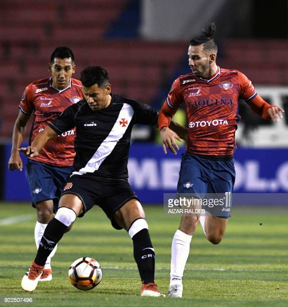 Bolivia's Wilstermann players Alejandro Melean and Cristian Machado vie for the ball with Paulinho of Brazil's Vasco Da Gama during their Copa...