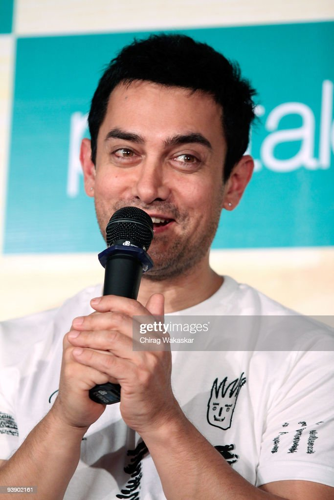 Aamir Khan Launches His '3 Idiots' T-shirt Collection
